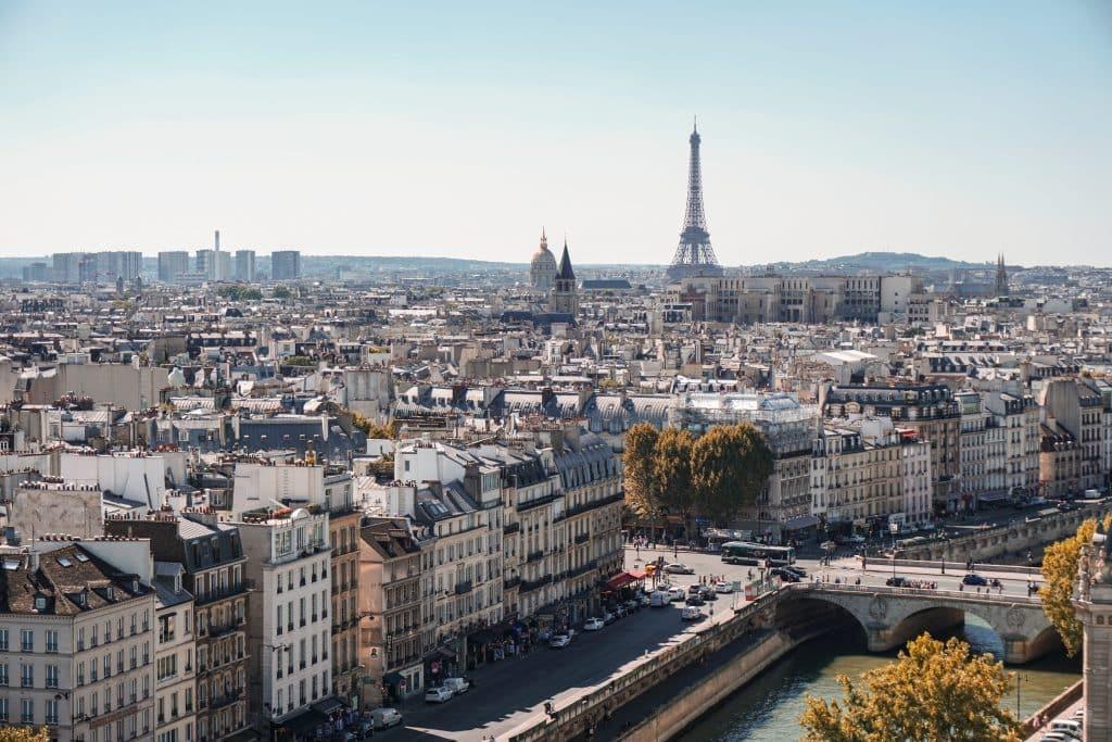 Vista panorâmica de Paris e de alguns monumentos da cidade