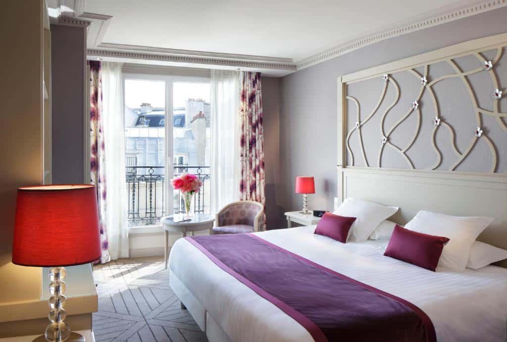 Um dos hotéis românticos em Paris